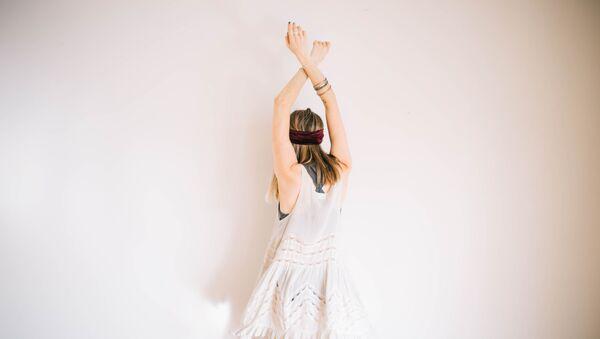 Una chica bailando (imagen referencial) - Sputnik Mundo