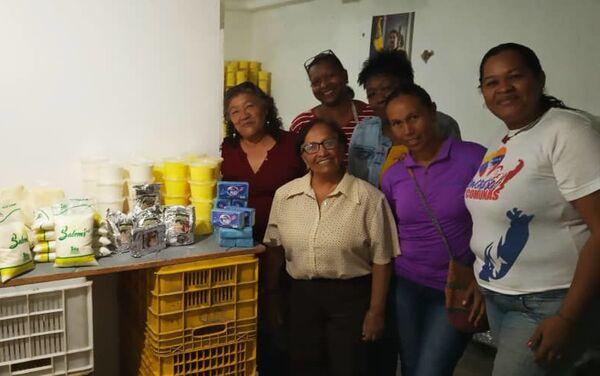 Comuneras venezolanas que trabajan en la sede del Sistema de Iniciativa Económica Socialista Comunal de Caracas, Venezuela - Sputnik Mundo