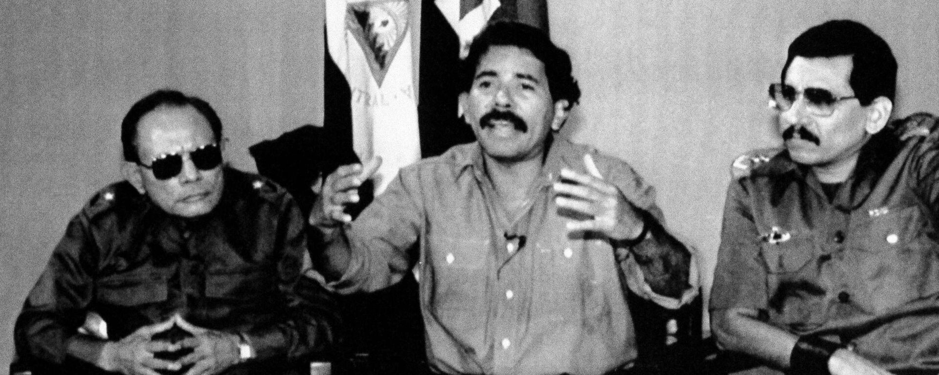 Tomás Borge, Daniel Ortega y Humberto Ortega, durante una conferencia de prensa en 1989 - Sputnik Mundo, 1920, 19.07.2019