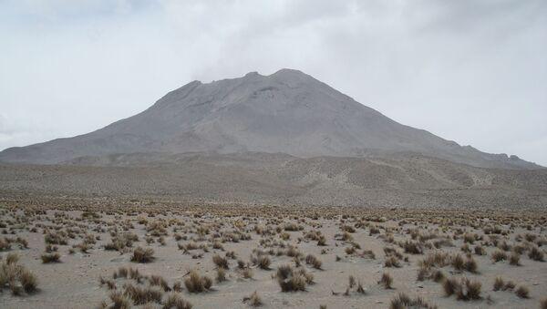 Volcán Ubinas en Perú - Sputnik Mundo