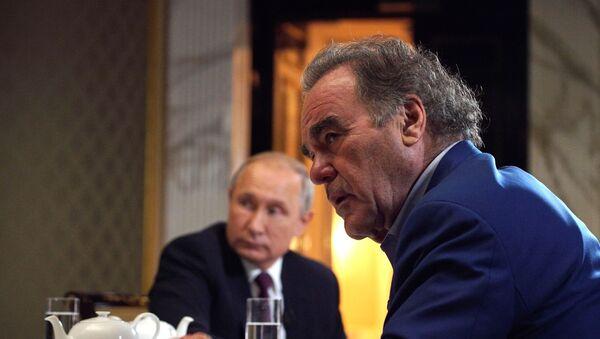 Entrevista del presidente ruso, Vladímir Putin, con el director Oliver Stone  - Sputnik Mundo