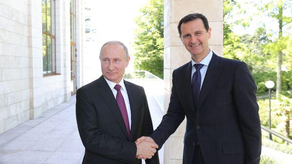 El presidente de Rusia, Vladímir Putin y el presidente de Siria, Bashar Asad (archivo) - Sputnik Mundo
