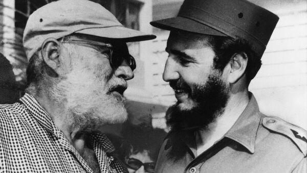 Ernest Hemingway y Fidel Castro - Sputnik Mundo