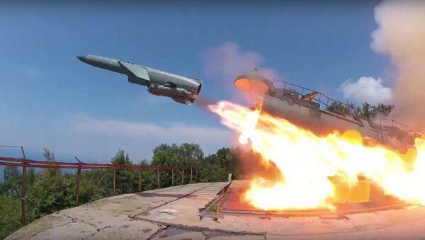 Lanzamiento de un misil de crucero desde el sistema Utios - Sputnik Mundo