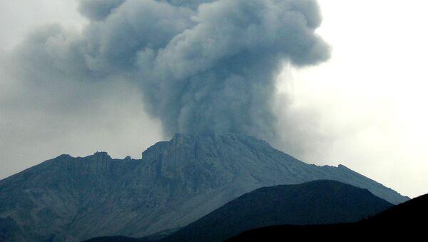 Erupción del volcán Ubinas (archivo) - Sputnik Mundo