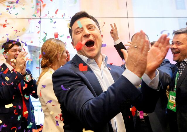 El presidente de Ucrania, Volodymyr Zelenskiy, festeja su victoria electoral (archivo)