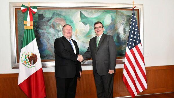El secretario de Estado de EEUU, Mike Pompeo, junto al canciller mexicano Marcelo Ebrard - Sputnik Mundo