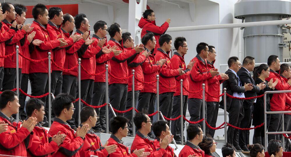 La tripulación del romphielos Xuelong
