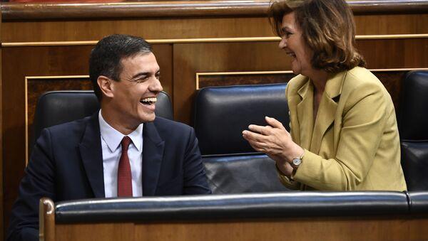 El presidente en funciones del Gobierno español, Pedro Sánchez, y la vicepresidenta en funciones, Carmen Calvo - Sputnik Mundo