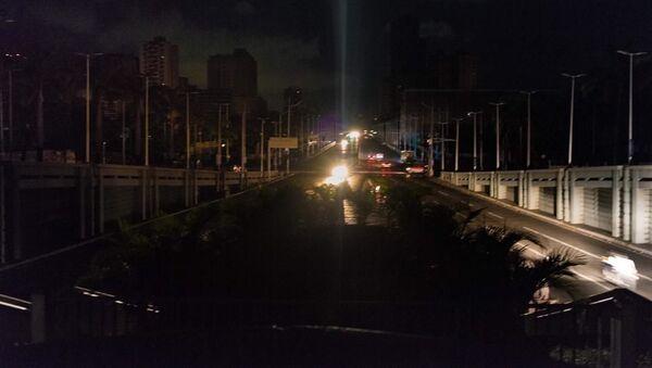 La calles sumergidas en la oscuridad a raíz del nuevo apagón en Venezuela - Sputnik Mundo