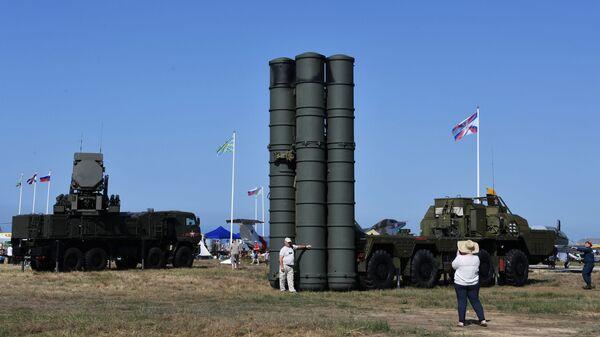 El sistema S-400 ruso (imagen referencial) - Sputnik Mundo