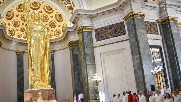 La reinauguración de la Estatua de la República, 90 años después de ser colocada en el centro del Capitolio de La Habana - Sputnik Mundo