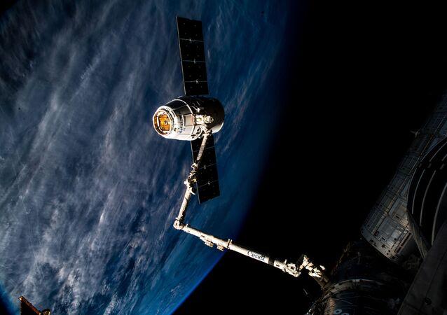 El carguero espacial Dragon se acopla a la EEI (archivo)