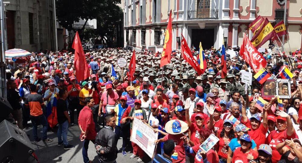 Los seguidores del Gobierno se movilizan en Caracas para apoyar el Foro de Sao Paulo
