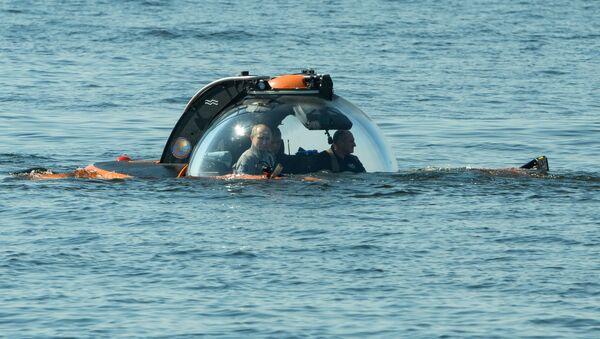Vladímir Putin se sumerge a bordo de un batiscafo - Sputnik Mundo