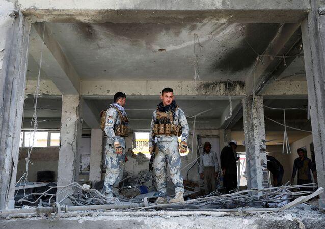 Las fuerzas de seguridad afganas en el lugar de la explosión (archivo)