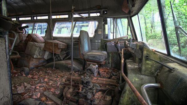 Un autobús abandonado, imagen referencial - Sputnik Mundo
