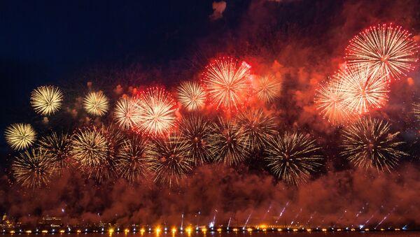 Fuegos artificiales en San Petersburgo, foto de archivo - Sputnik Mundo