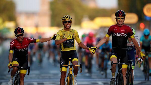 El ciclista colombiano Egan Bernal vence en el Tour de Francia, el 28 de julio de 2019 - Sputnik Mundo