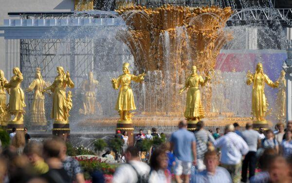 La fuente Amistad de los Pueblos en en el parque soviético VDNJ - Sputnik Mundo