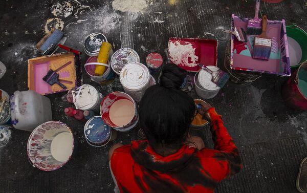 Preparación del mural dedicado a Pamela Gallardo Volante, desaparecida desde 2017, en la ciudad de México - Sputnik Mundo