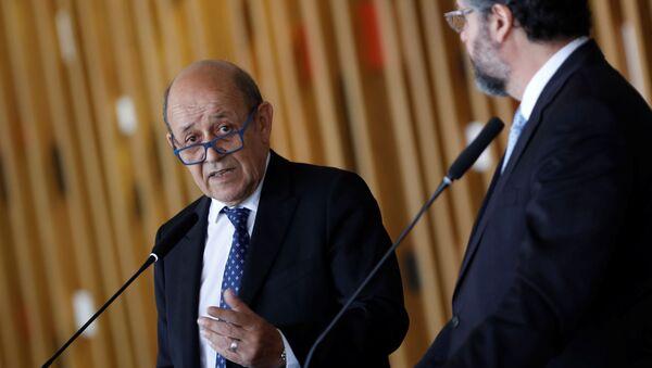 Jean Yves-Le Drian, ministro de Relaciones Exteriores de Francia, y su par brasileño Ernesto Araújo - Sputnik Mundo