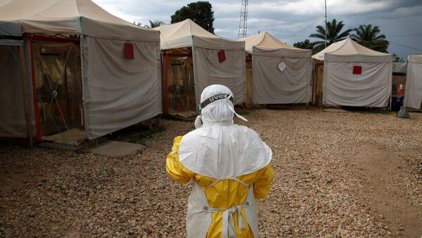 Un especialista lucha contra el ébola en África (archivo) - Sputnik Mundo