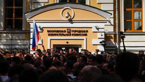 La protesta no autorizada en Moscú - Sputnik Mundo