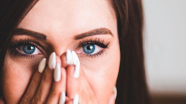 Mujer de ojos azules (imagen referencial) - Sputnik Mundo
