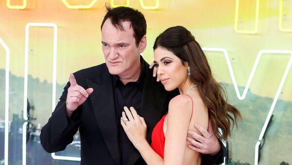 Quentin Tarantino y Daniella Pick en el estreno de 'Érase una vez en Hollywood' en Londres - Sputnik Mundo