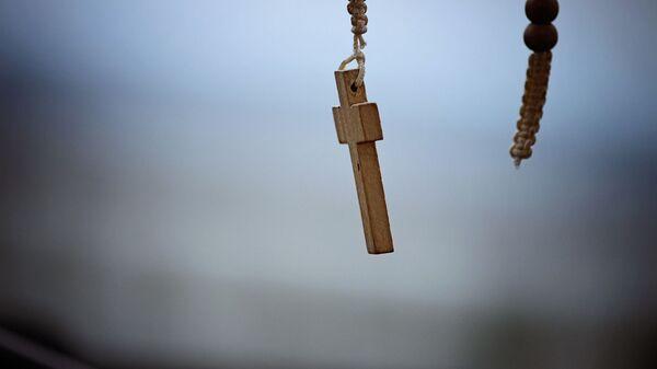 Una cruz católica. Imagen referencial - Sputnik Mundo