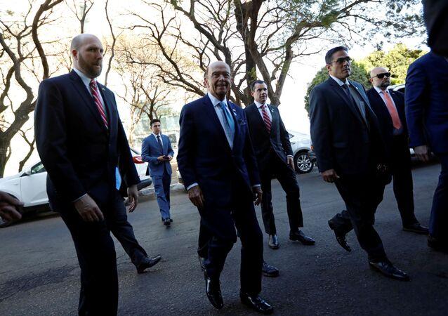 El secretario de Comercio de EEUU, Wilbur Ross, llegando a Brasilia