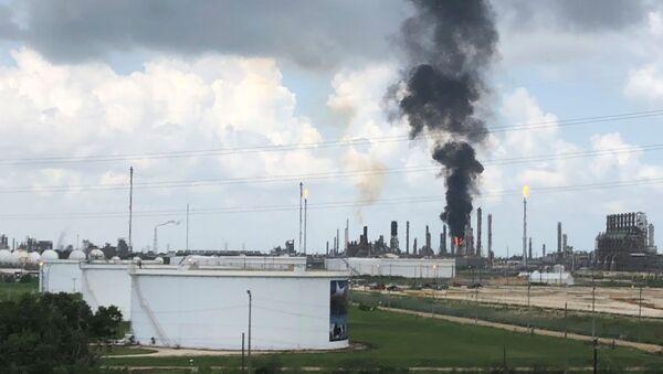 Planta petroquímica de la empresa ExxonMobil en Texas - Sputnik Mundo