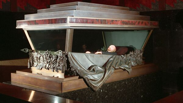El cuerpo de Lenin descansa en un sarcófago a prueba de balas - Sputnik Mundo