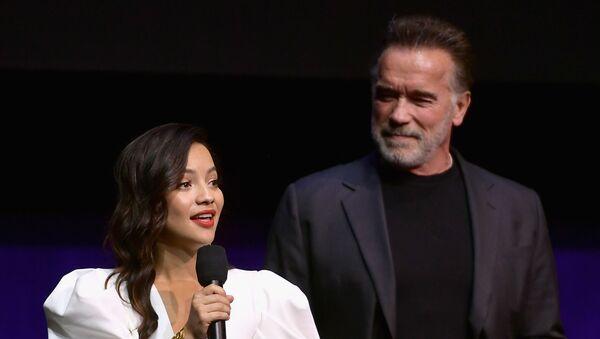 Natalia Reyes y Arnold Schwarzenegger - Sputnik Mundo