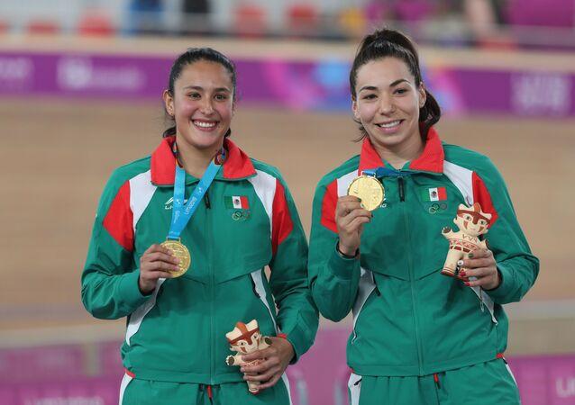 Las ciclistas mexicanas Luz Daniela Gaxiola y Jessica Salazar