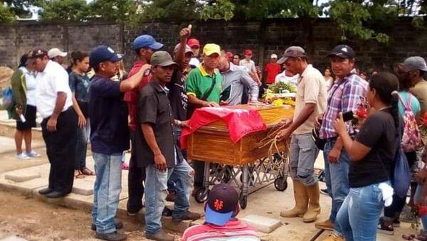 Entierro de las víctimas de la Masacre de Ticoporo, en Venezuela - Sputnik Mundo