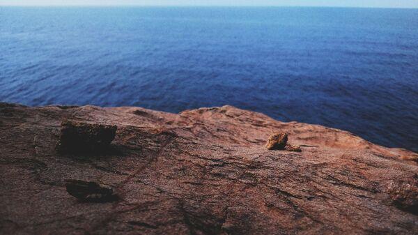 Un acantilado (imagen referencial) - Sputnik Mundo