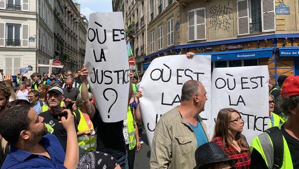 Protestas de los chalecos amarillos en París - Sputnik Mundo