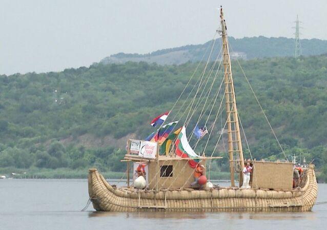 Barco de caña Abora IV