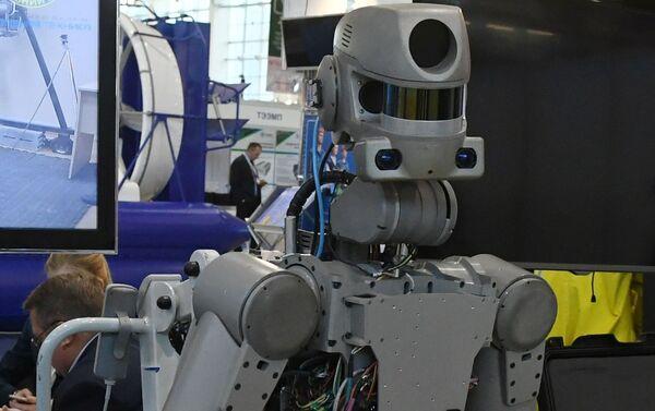 El robot Fedor en la exposicón  - Sputnik Mundo