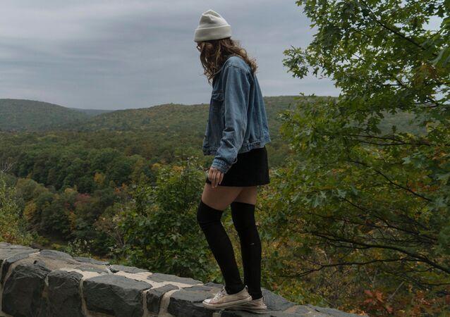 Una adolescente, imagen referencial