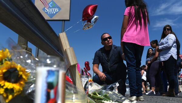 Homenaje a las víctimas del tiroteo en El Paso - Sputnik Mundo