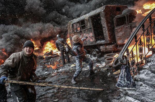 Участники акций в поддержку евроинтеграции Украины на улице Грушевского в Киеве - Sputnik Mundo