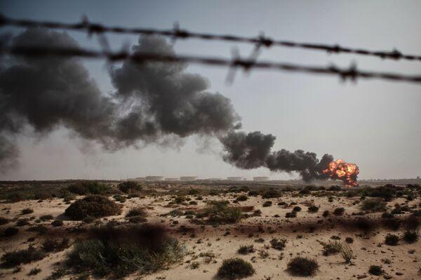 Сжигание отходов нефтяного производства в городе Бреге - Sputnik Mundo