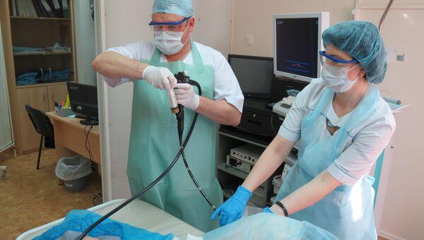 El trasplante de microbiota fecal a través de una colonoscopía - Sputnik Mundo
