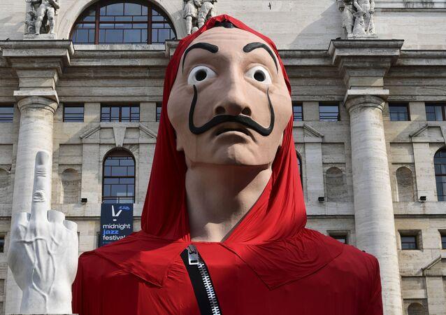 La máscara de Dalí popularizada por la serie 'La casa de papel'