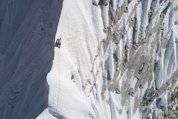 Quince escalofriantes fotos de escalada a las cimas más altas del planeta - Sputnik Mundo