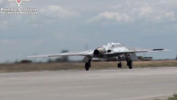 El primer vuelo del dron ruso Ojotnik - Sputnik Mundo