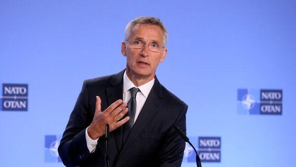Jens Stoltenberg durante la conferencia en Bruselas - Sputnik Mundo
